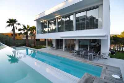 Amazing modern villa with swimming pool in Costa Brava